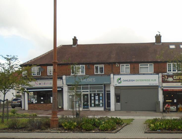 Oakleigh Road North, N20