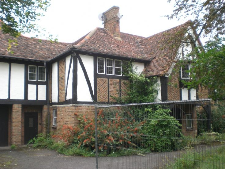 Oakleigh Park North, N20