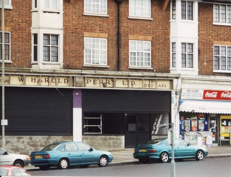Bowes Road, N11