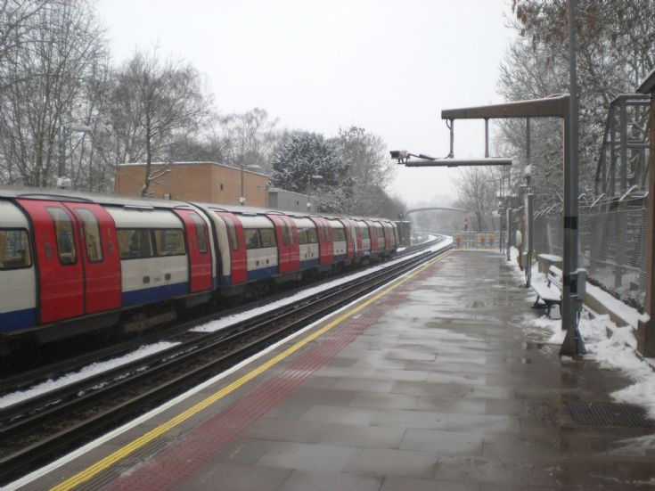 Totteridge & Whetstone Underground Station