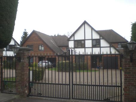 Church Crescent, N20