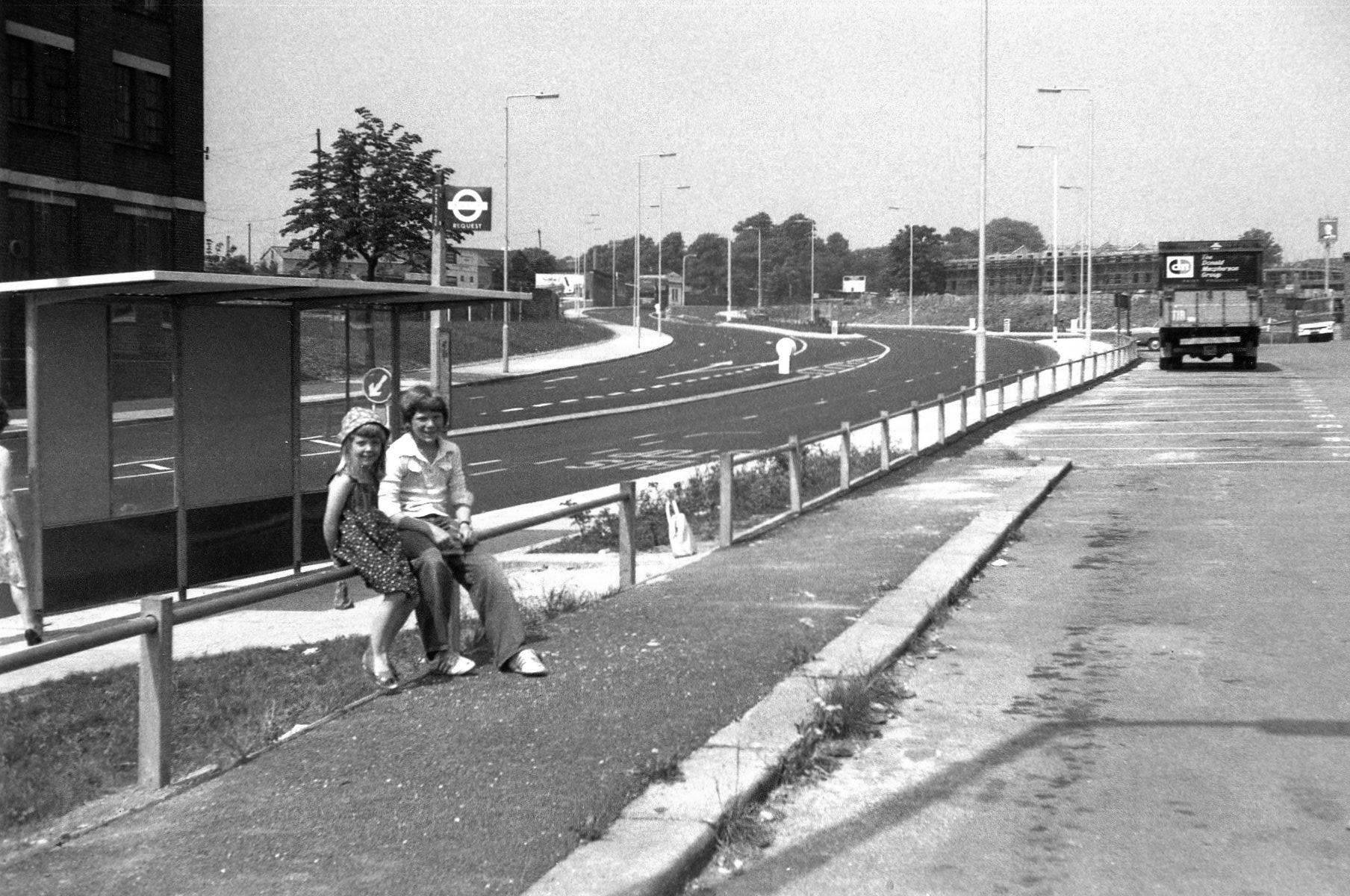 Station Road, N1