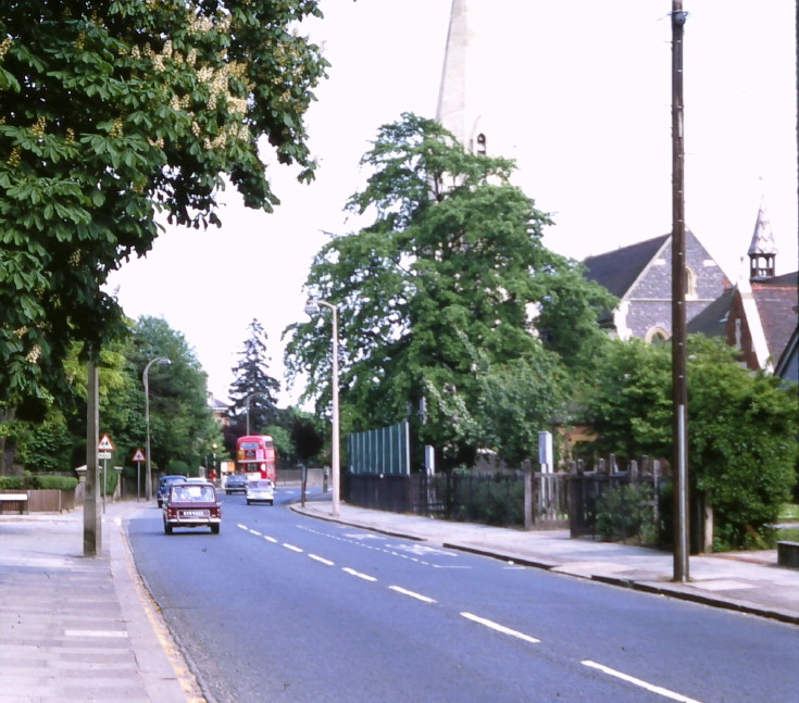 Oakleigh Road North, N20