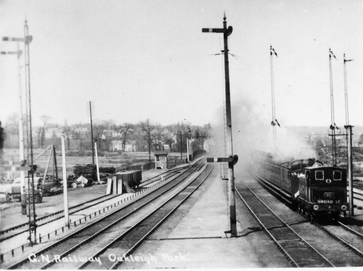 Oakleigh Park Station