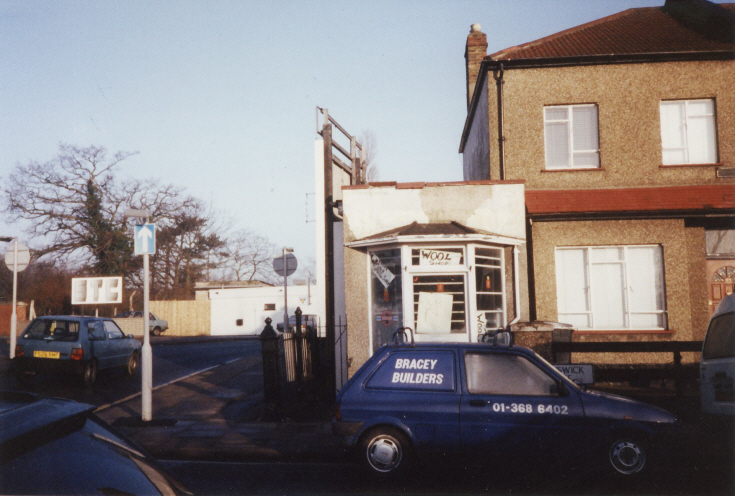 Oakleigh Road North, N11