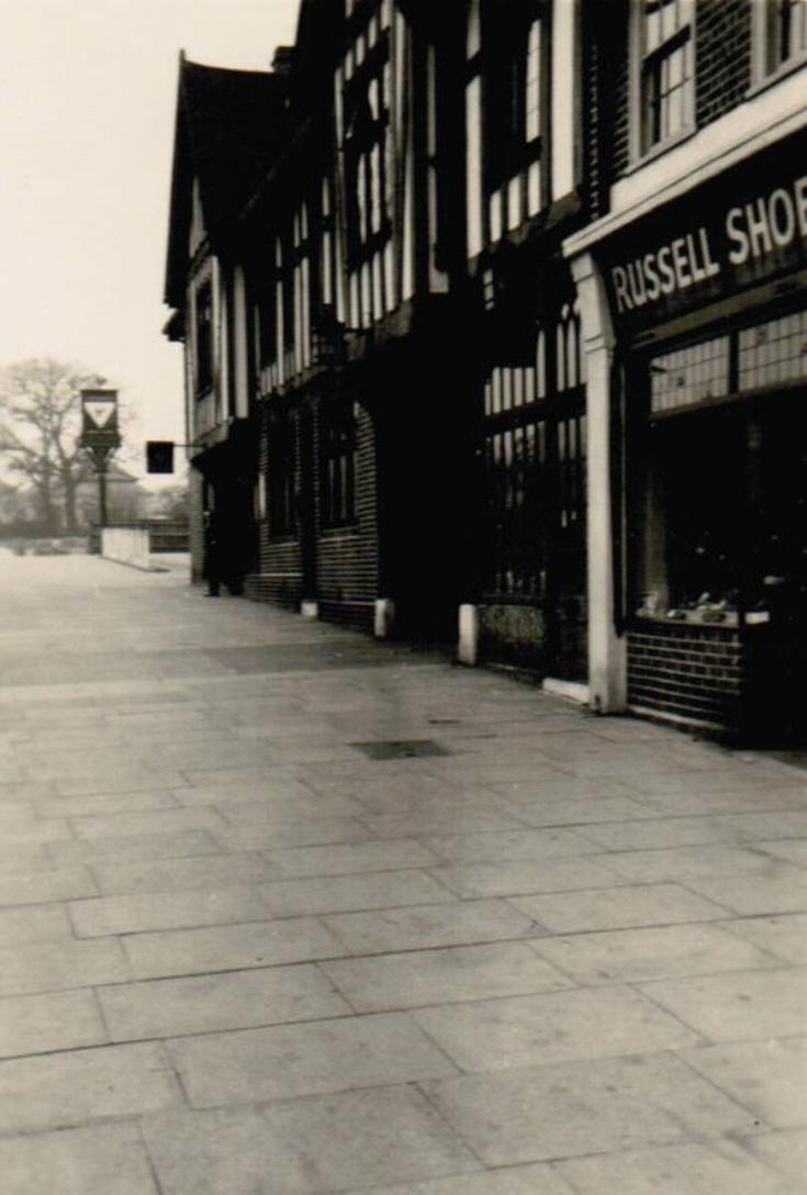 Russell Lane, N20