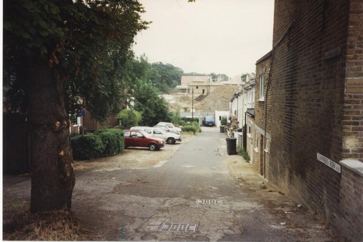 Summers Row, N12