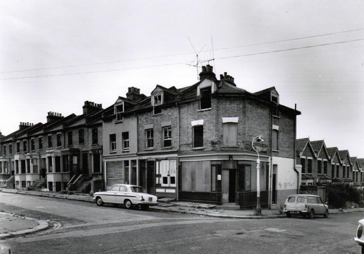 The Avenue, N11