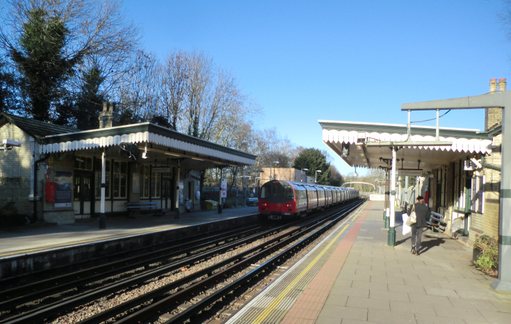 Totteridge & Whetstone Station