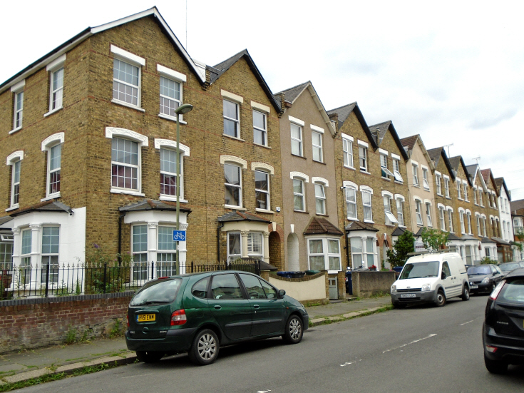 Holly Park Road, N11